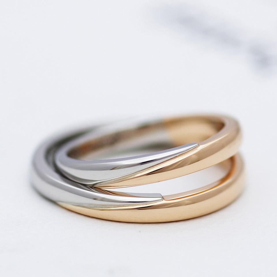 種類の地金素材を使ったコンビ加工の結婚指輪