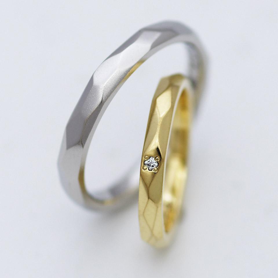 鎚目加工がかっこいいつや消し仕上げの結婚指輪
