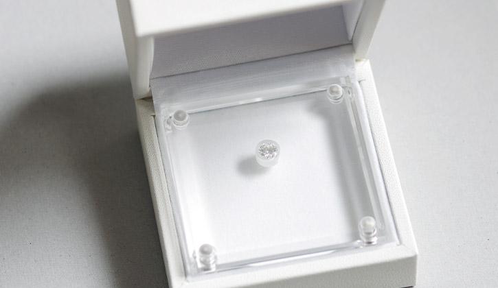 ダイヤモンドの粒でプロポーズ専用ケース