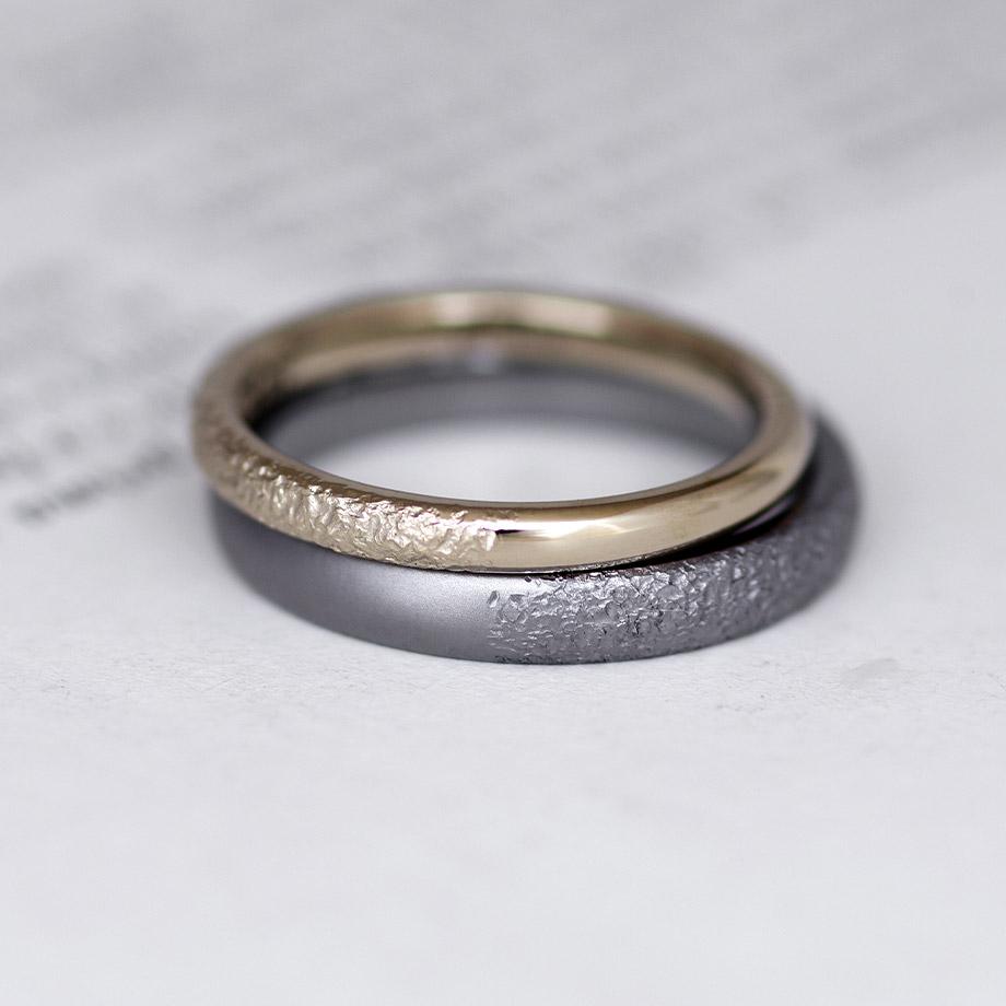 特殊なテクスチャが入るタンタルの結婚指輪