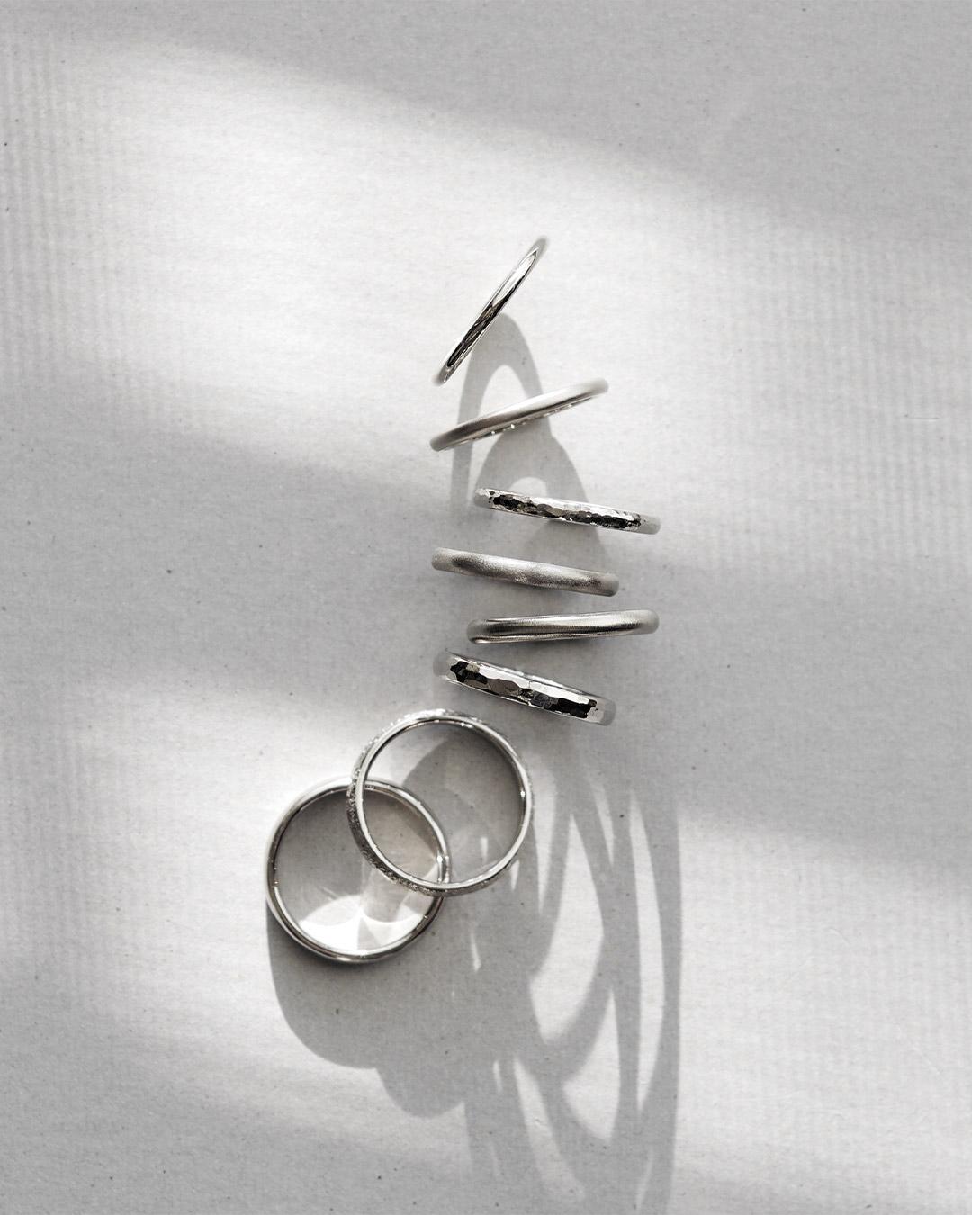 シンプルなデザインの結婚指輪