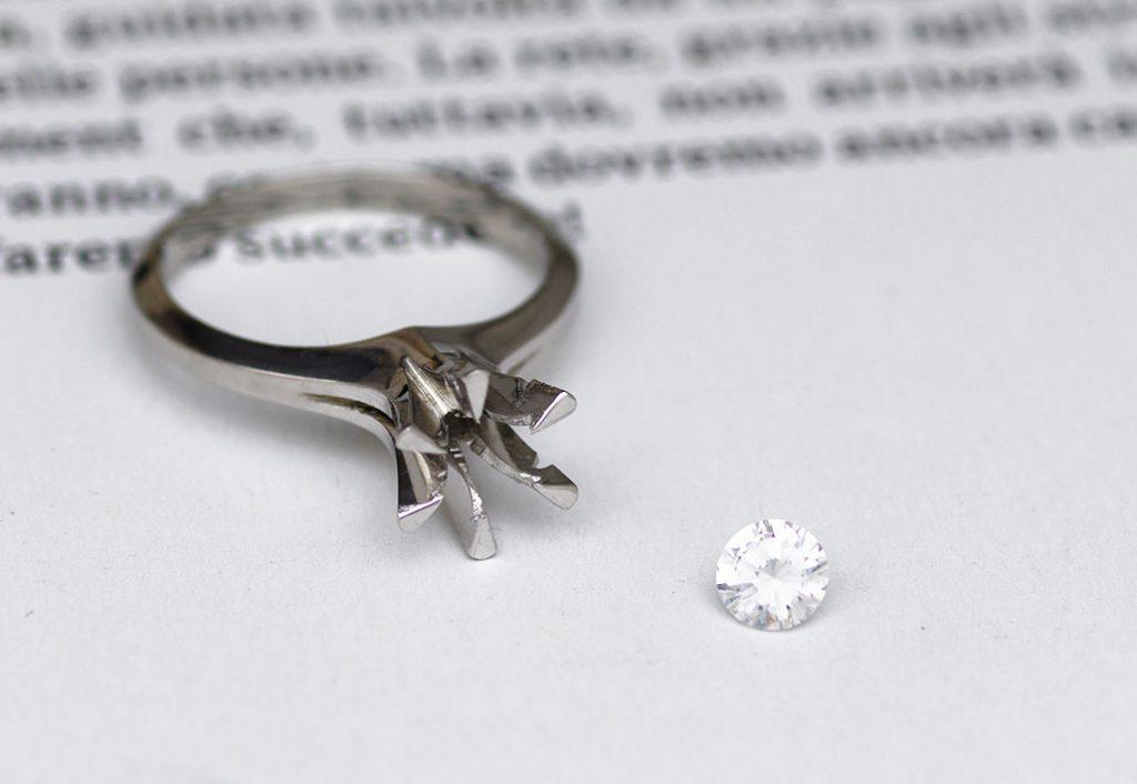家族から受け継いだ婚約指輪(エンゲージリング)とダイヤモンド