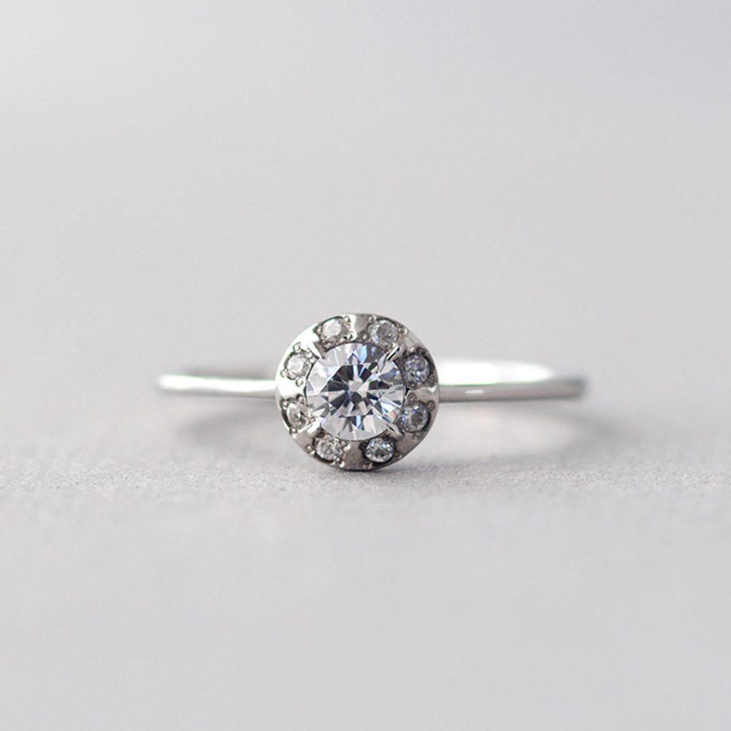 エレガントな婚約指輪(エンゲージリング・プロポーズリング)