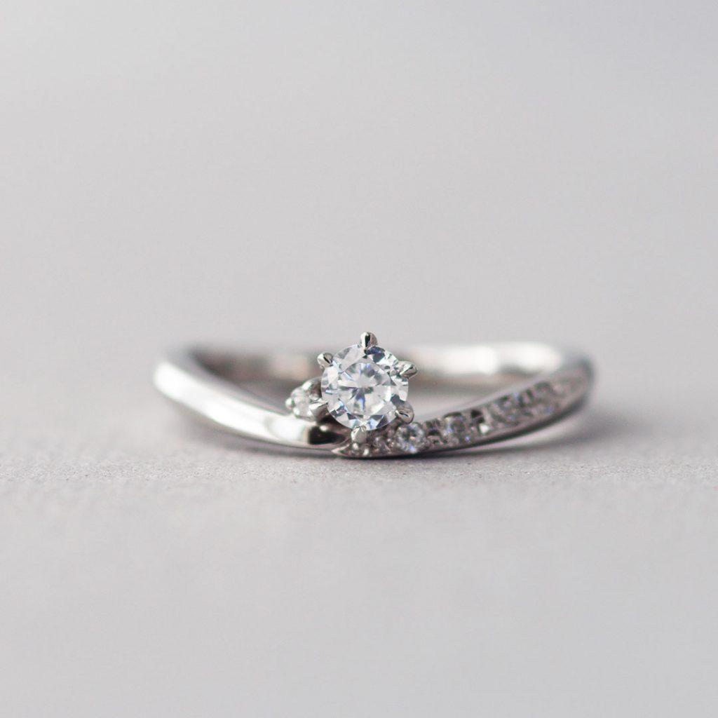 シンプルな婚約指輪(エンゲージリング・プロポーズリング)