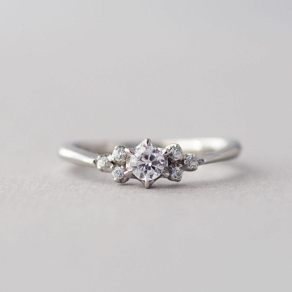 可愛いデザインの婚約指輪(エンゲージリング・プロポーズリング)
