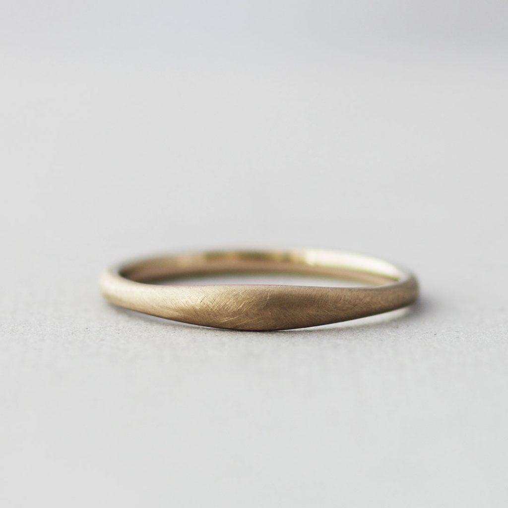 個性的だけどシンプルな結婚指輪(マリッジリング)