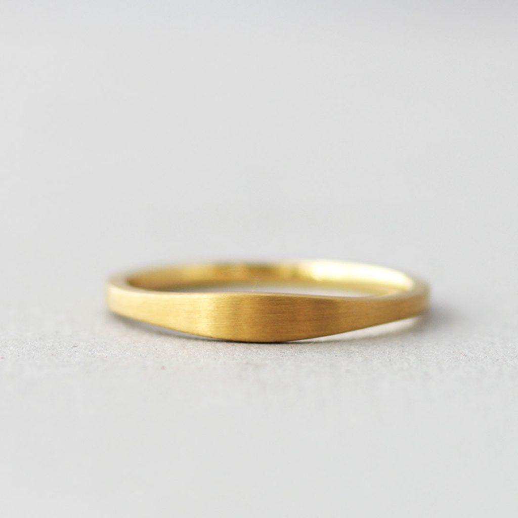 シンプルだけど個性的な結婚指輪(マリッジリング)