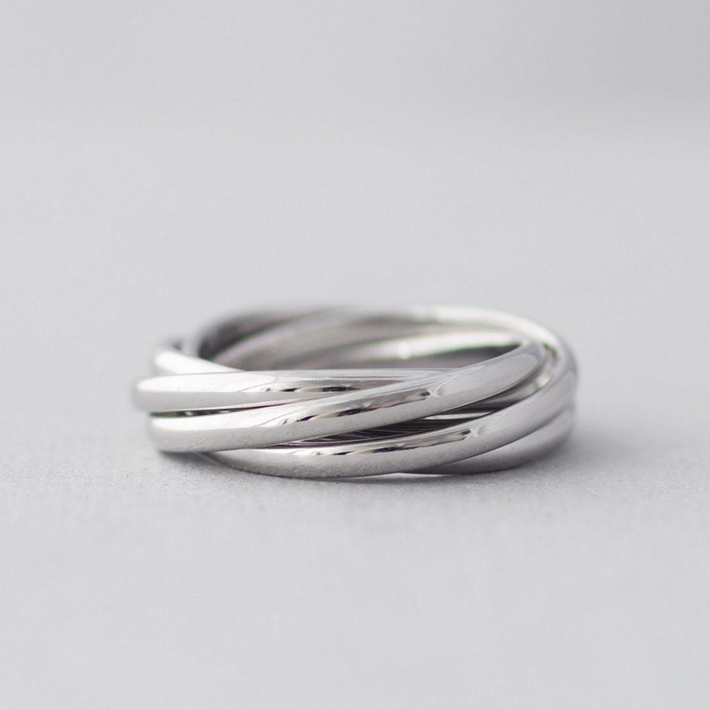 五連の結婚指輪(マリッジリング)