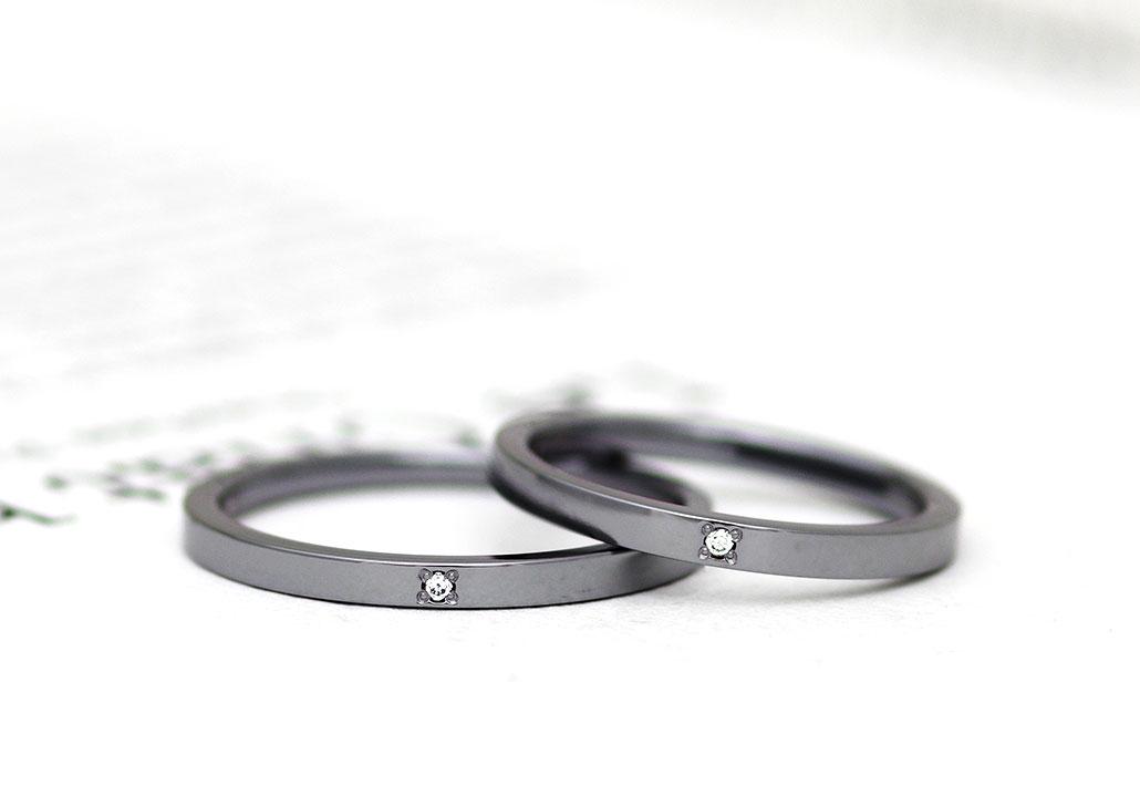 ダイヤモンドをセッティングしたタンタルの結婚指輪(マリッジリング)