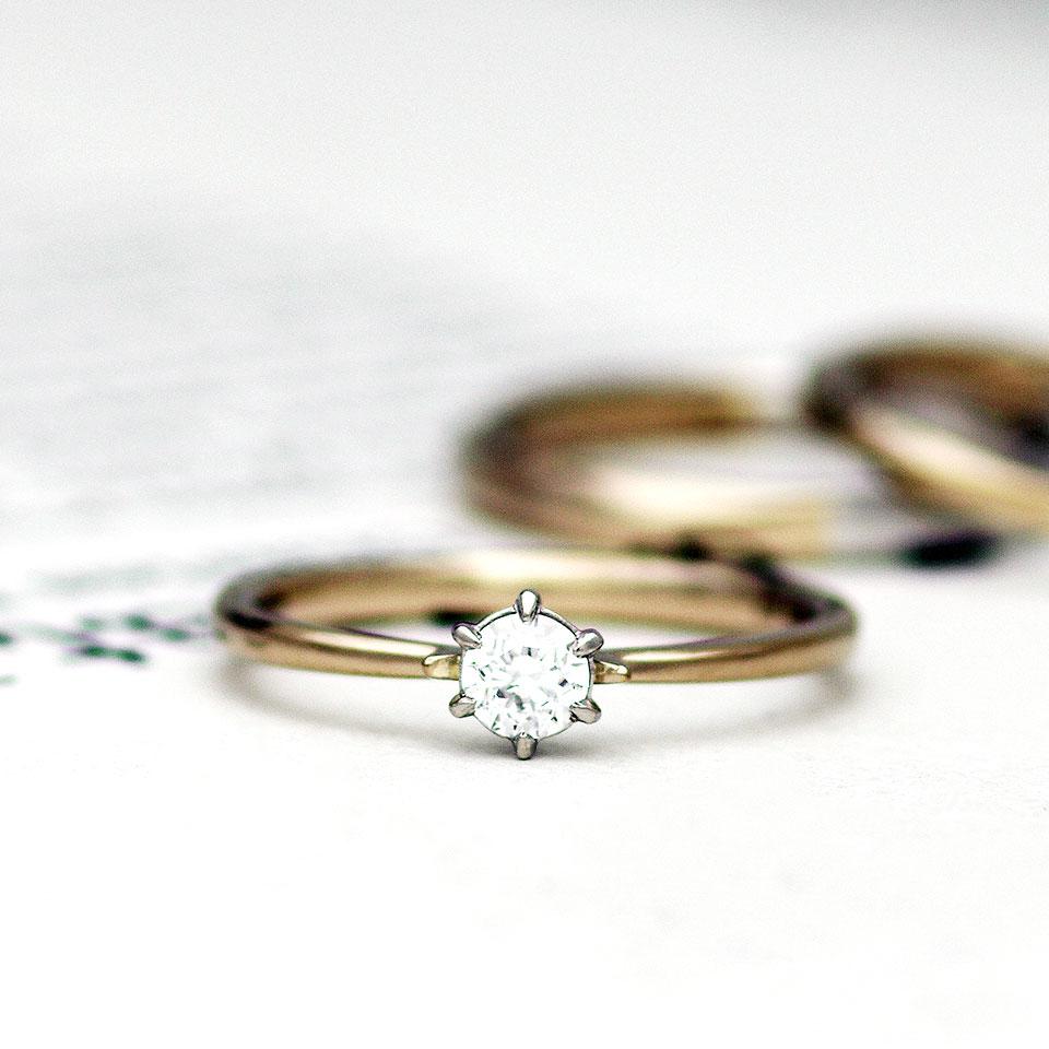 ブラウンゴールドのシンプルな婚約指輪(エンゲージリング)