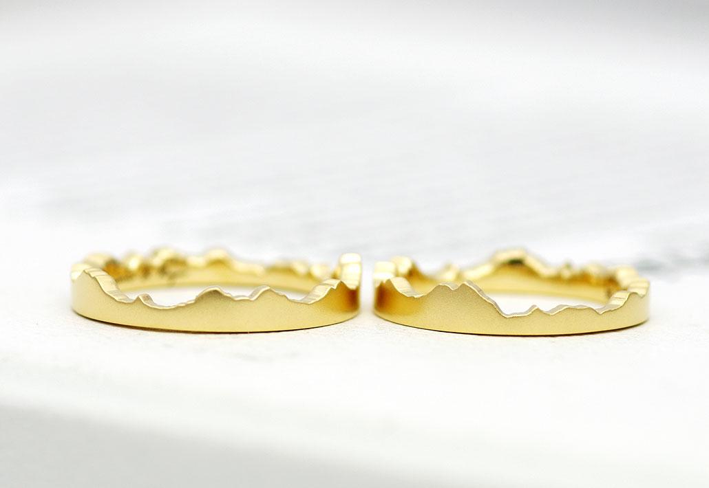 北アルプスをモチーフにしたイエローゴールドの結婚指輪(マリッジリング)