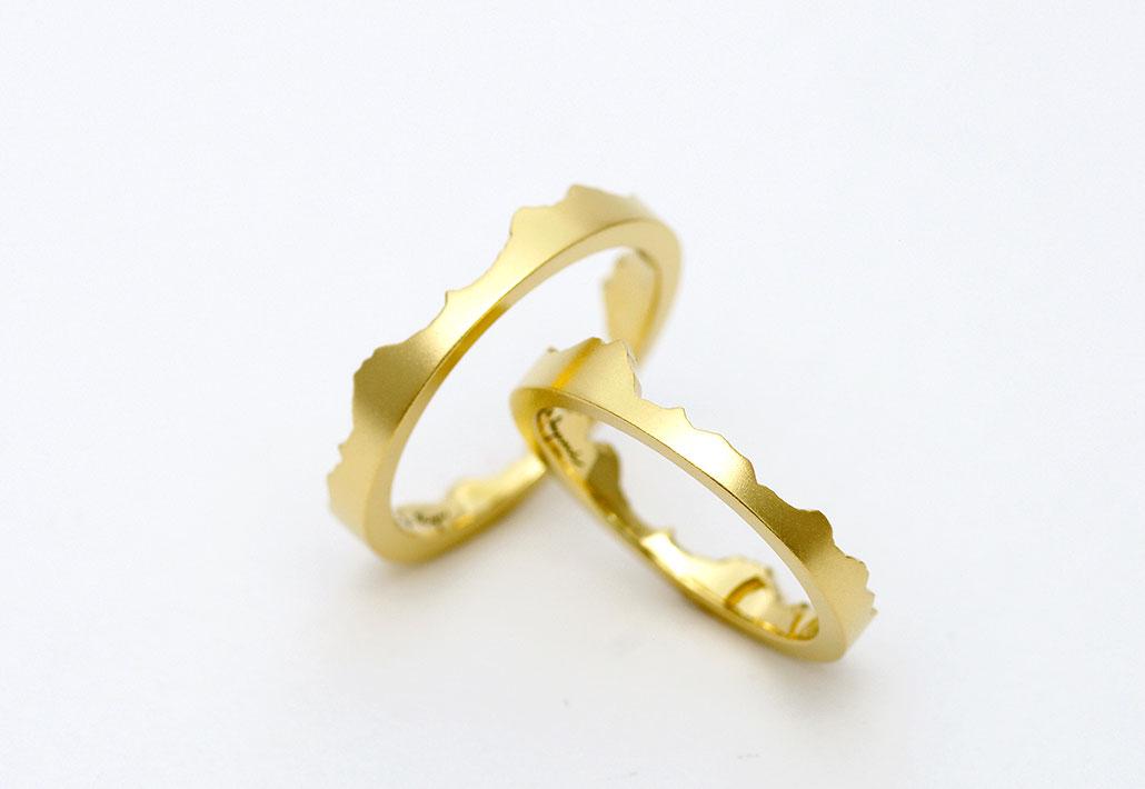実在の山をイメーしたオーダーメイドの結婚指輪(マリッジリング)