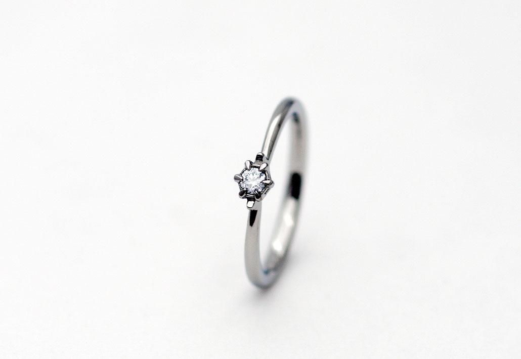 シンプルなプラチナの婚約指輪(エンゲージリング)