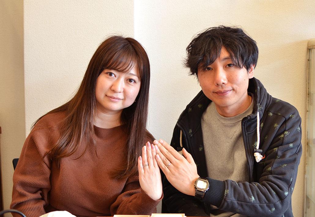 アトリエクラム長岡店で結婚指輪(マリッジリング)と婚約指輪(エンゲージリング)を手作りしたカップル