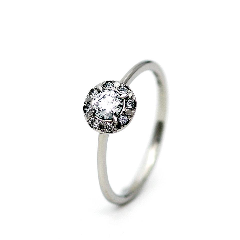 ゴージャスな婚約指輪(エンゲージリング)