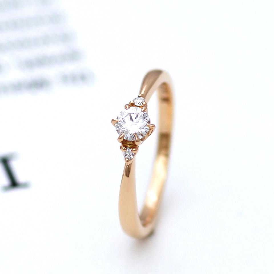 ピンクゴールドのカワイイ婚約指輪(エンゲージリング)