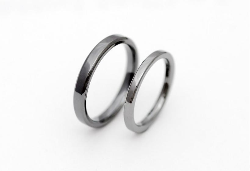 平打ちのタンタルの結婚指輪