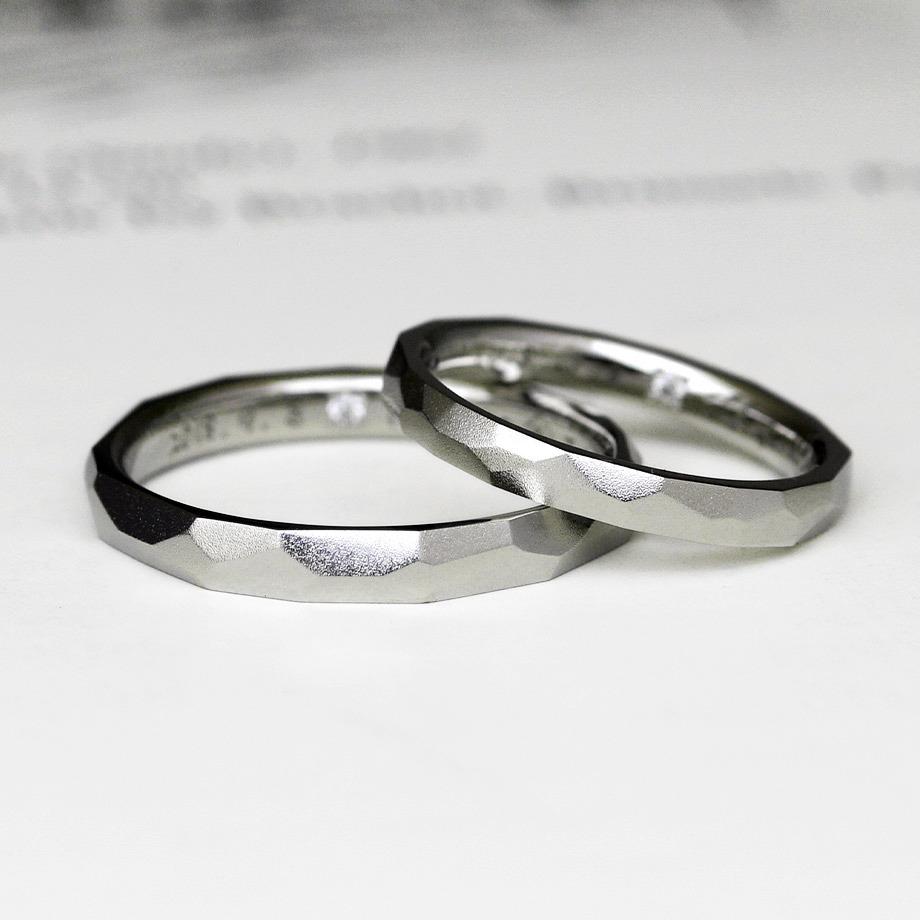 プラチナの鎚目加工の結婚指輪