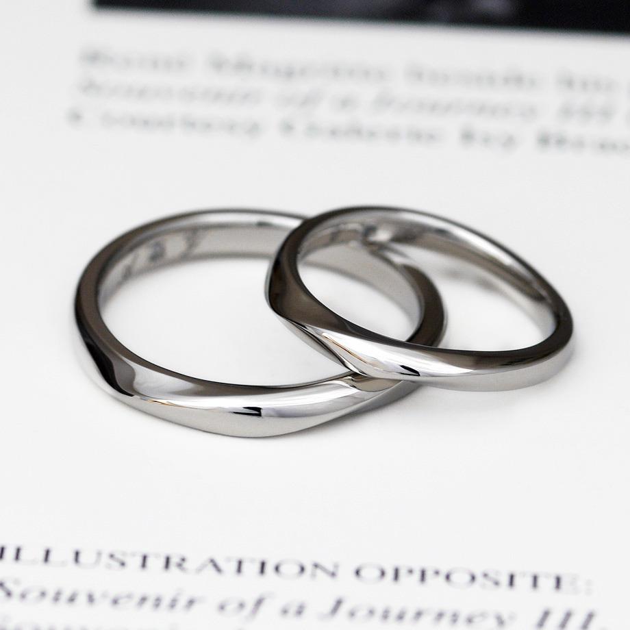 王道デザインのひねりウェーブの結婚指輪