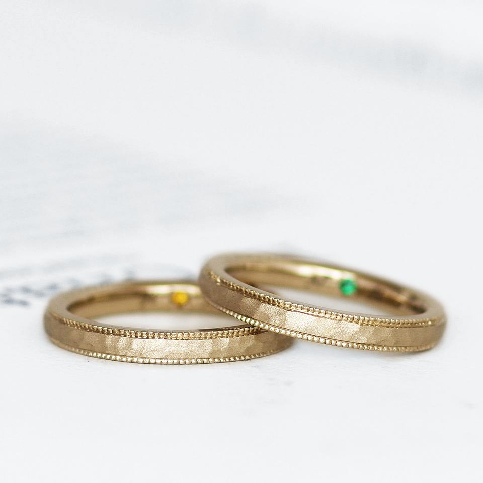 ミル打ち加工と特殊なテクスチャでアンティーク感のある結婚指輪