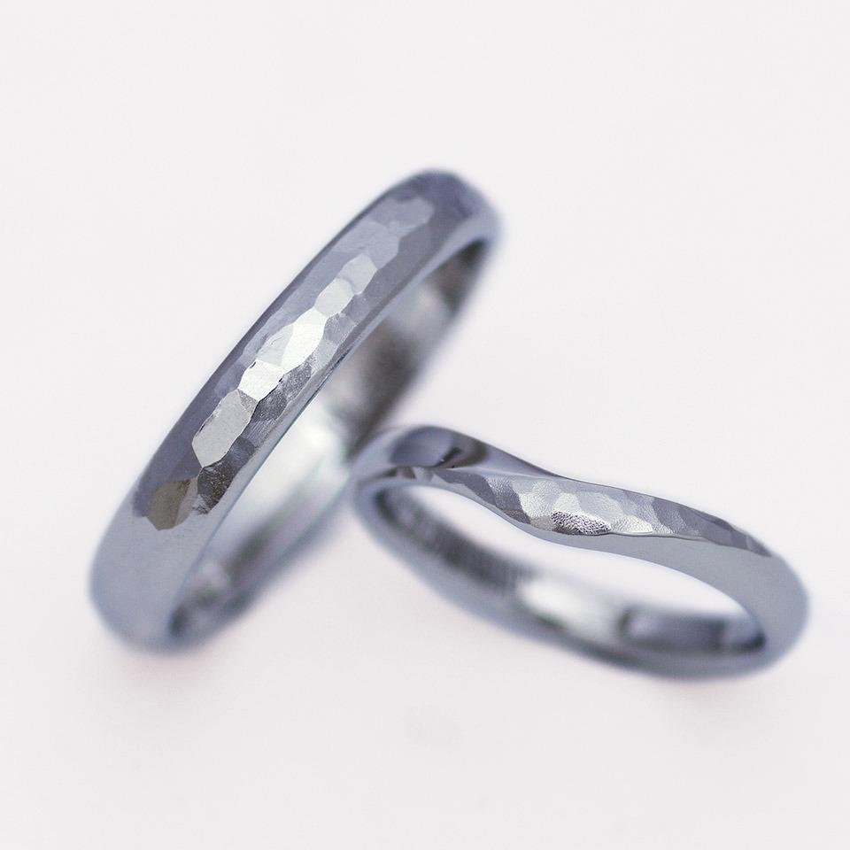 2種類のつや消し加工を使い同じ地金でお揃い感を出した結婚指輪