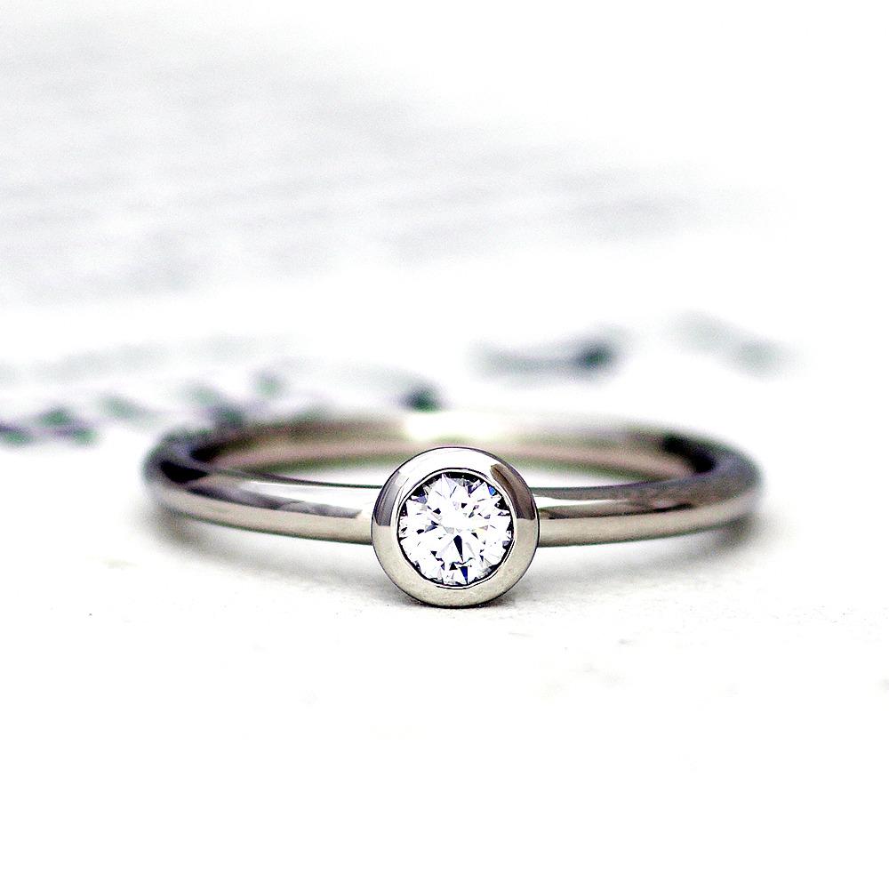 プラチナの婚約指輪(エンゲージリング)