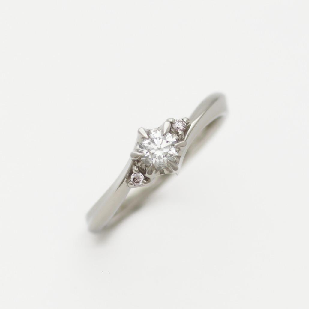 ピンクのストーンがカワイイ手作りの婚約指輪(エンゲージリング)
