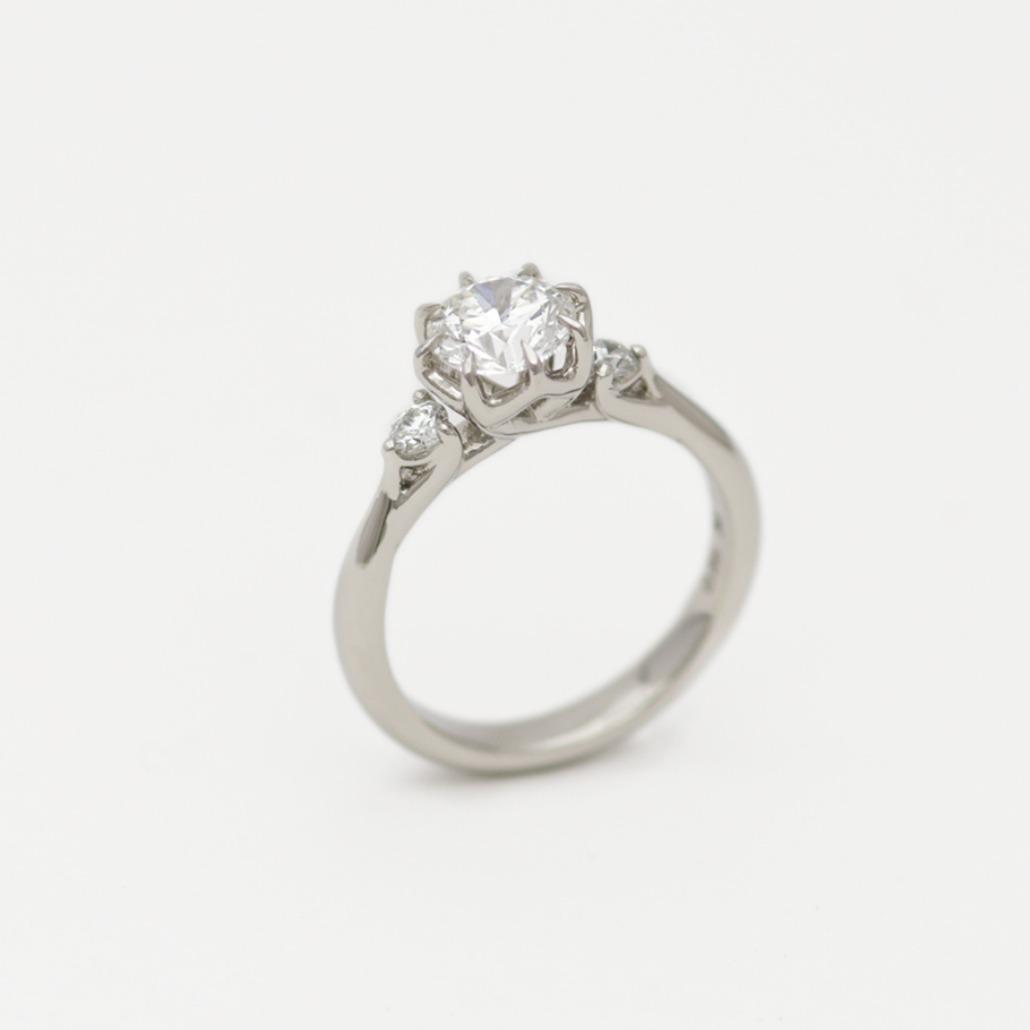 プラチナのフルオーダーの婚約指輪