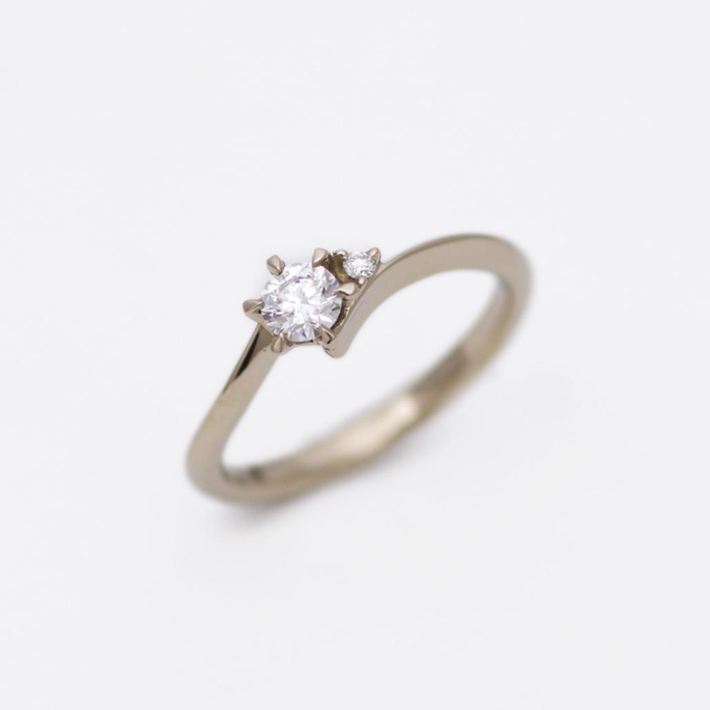 アトリエクラムオリジナルのブラウンゴールドの婚約指輪(エンゲージリング)