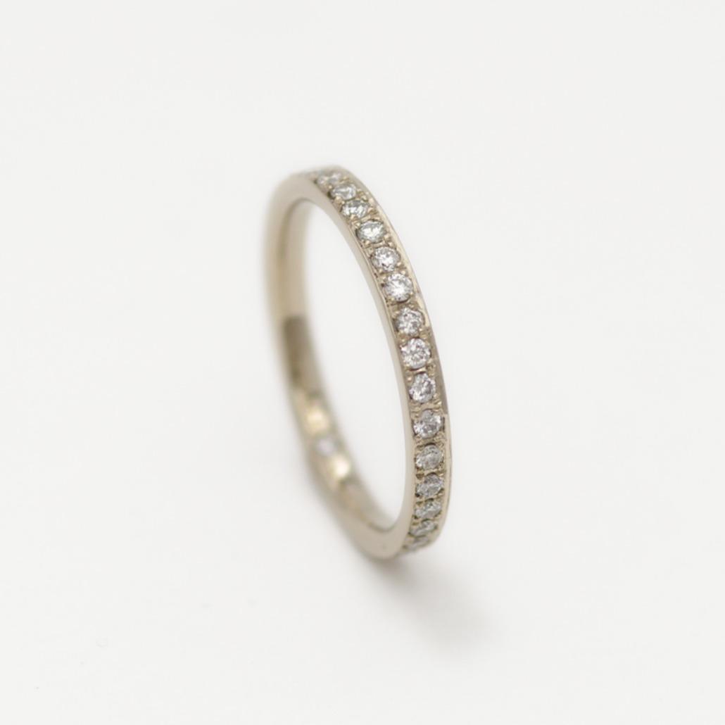冠みたいなかわいいデザインの婚約指輪(エンゲージリング)