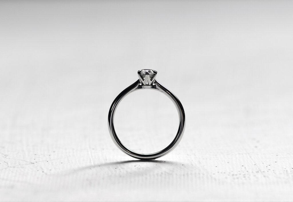 新作の婚約指輪