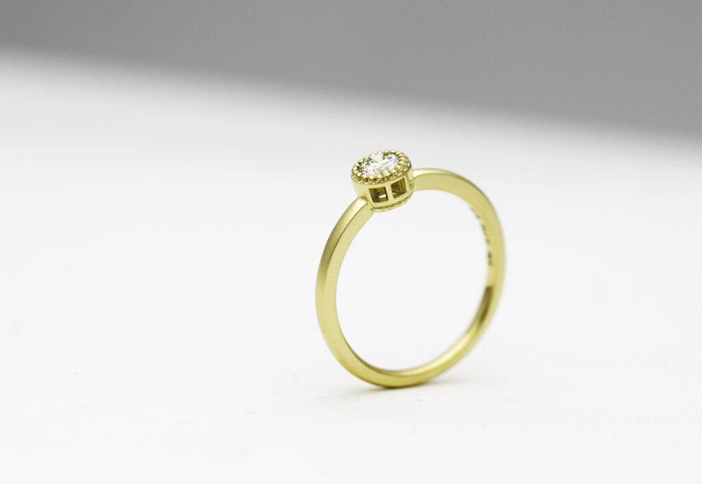 K18グリーンゴールドの婚約指輪