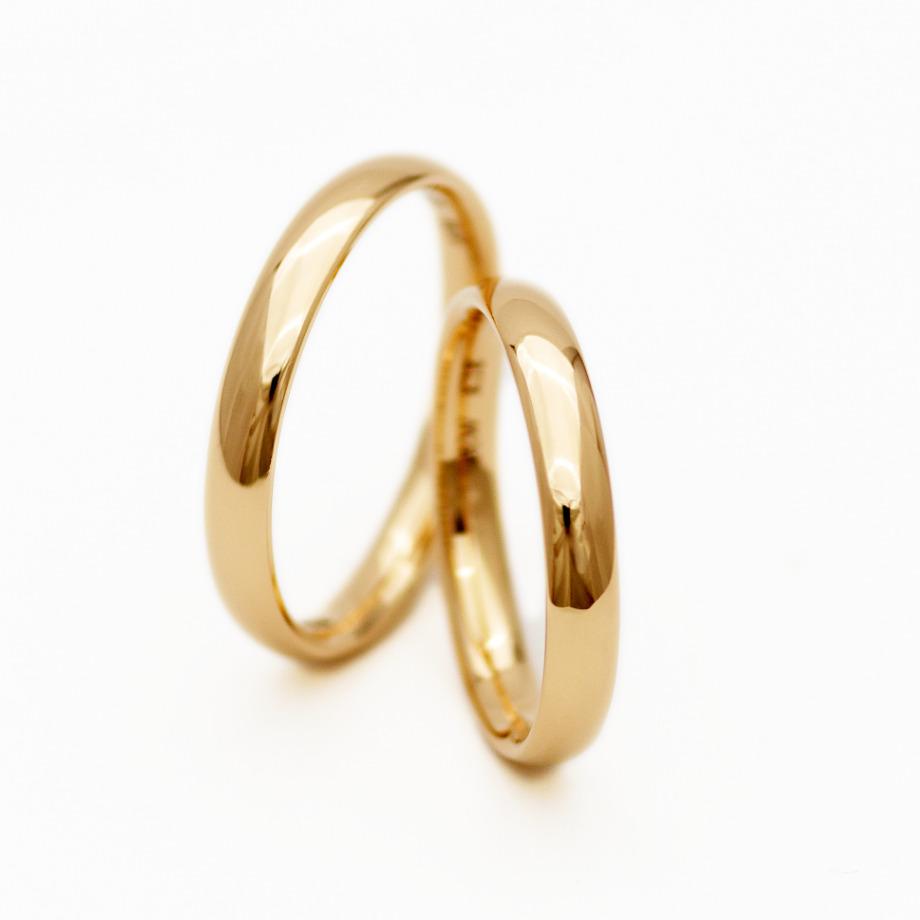 鏡面仕上げ【指輪の表面を鏡のような光沢感が出るまで磨き上げる、結婚指輪を代表する人気の仕上げです】