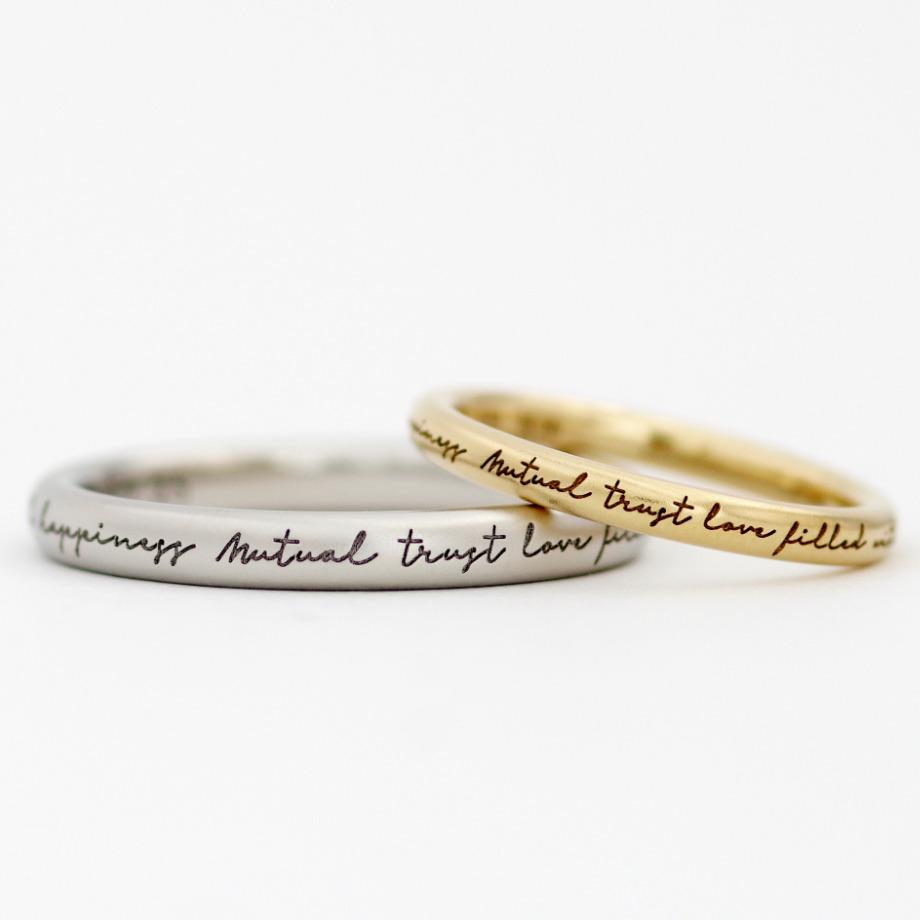 ポージー加工:16,500円【【ポージーリング】とはメッセージを刻んだ指輪の事を指します。ヨーロッパ地方では13世紀~15世紀に流行したモチーフとされています。アトリエクラムでは、おふたりの愛が永遠に続くように願いを込めて、名前や好きな言葉などを指輪の表面に途切れることなく刻みこみます。】