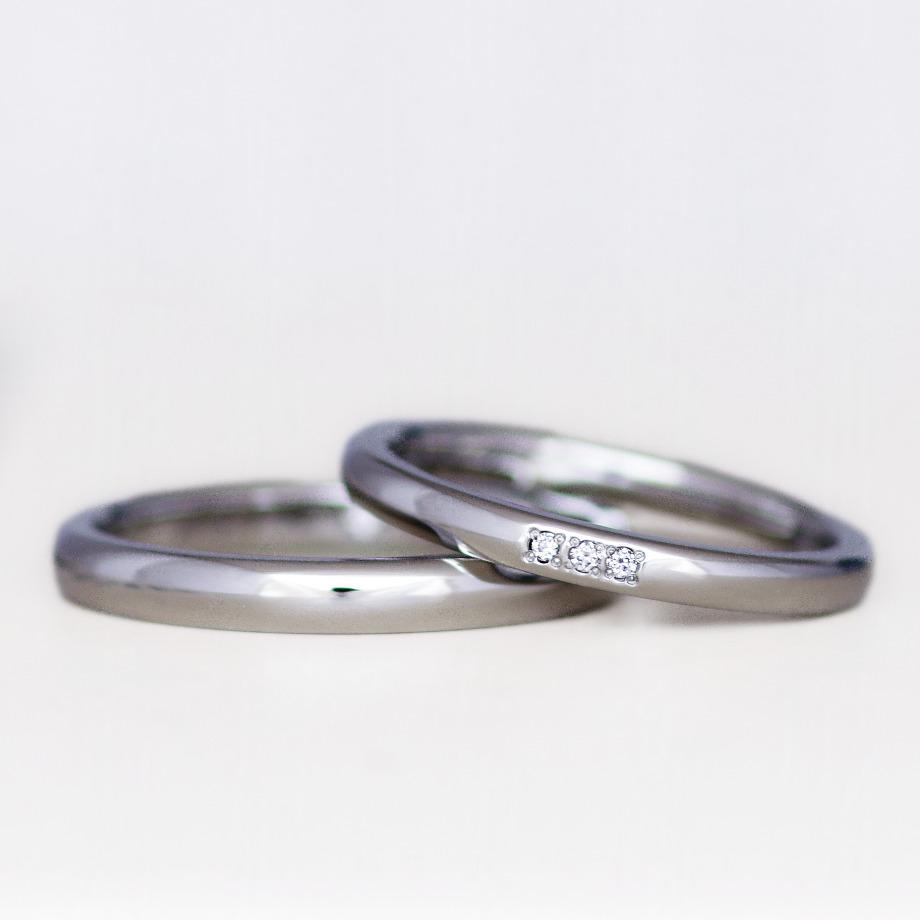 ダイヤセッティング:1石4,400円 / 3連石13,200円(写真)【表面にダイヤをセットすることで華やかな印象になります】