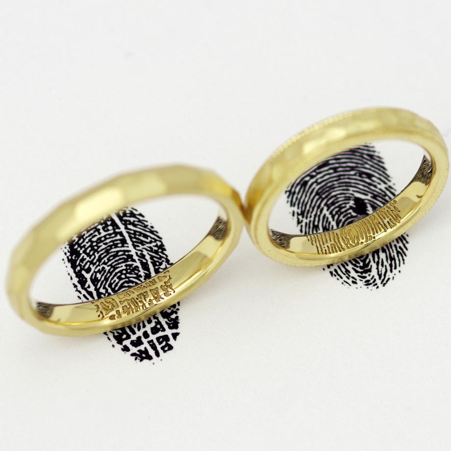 2本で1つになる指紋刻印:25,300円【お互いの指紋を結婚指輪の内側に入れ合う刻印です。お二人の愛の証、結婚指輪にお相手様の指紋を彫刻。2本重ねる事で1つの刻印になります。】