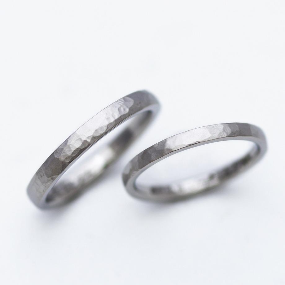 鎚目加工:11,000円【手作業で叩いた模様が1つ1つ違い、1本1本違った雰囲気になるため世界にひとつの指輪にはピッタリのオプションです】